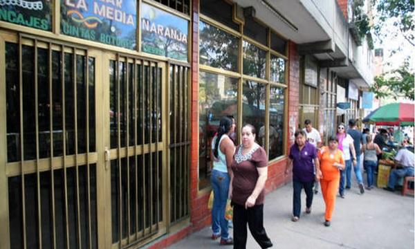 Consecomercio: Están cerrando diariamente 300 comercios en toda Venezuela