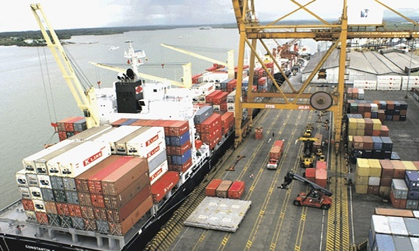 Empresarios piden acabar con 'trabas' en los puertos