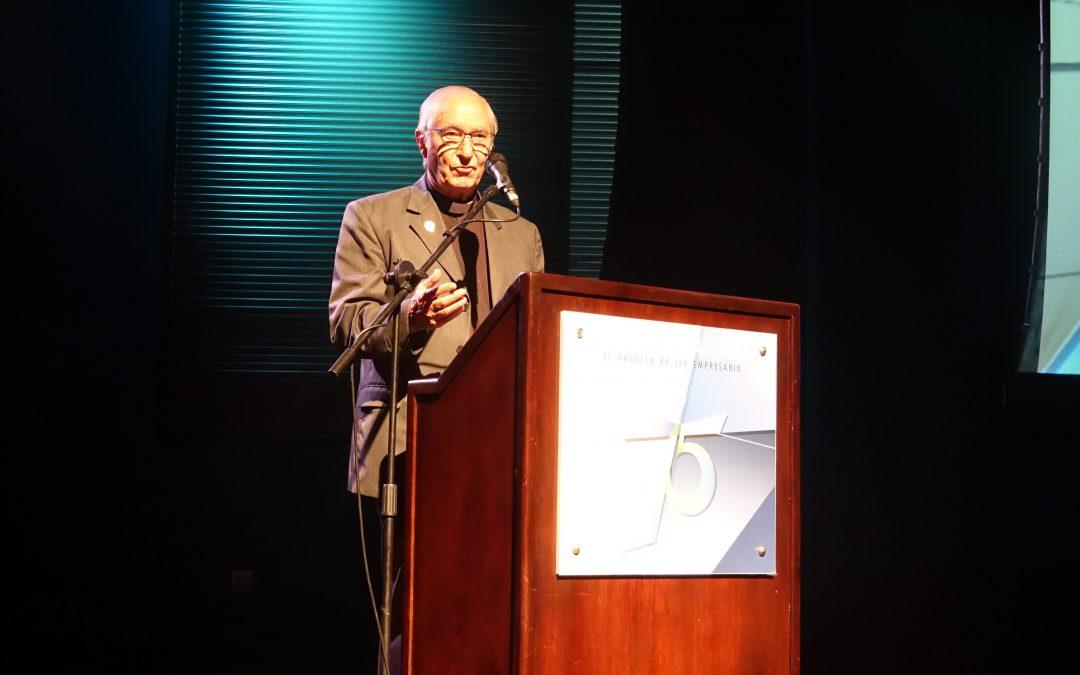 Padre Ugalde en la 75° Asamblea Anual de Fedecámaras