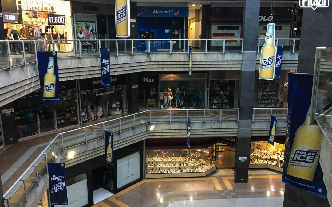 Visitas a los centros comerciales bajan 15%