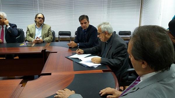 Fedecámaras y la UCAB firman convenio académico para promover la democracia y la libre empresa